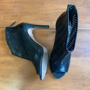 [Attention] Black Peep-toe Ankle Booties Size 9